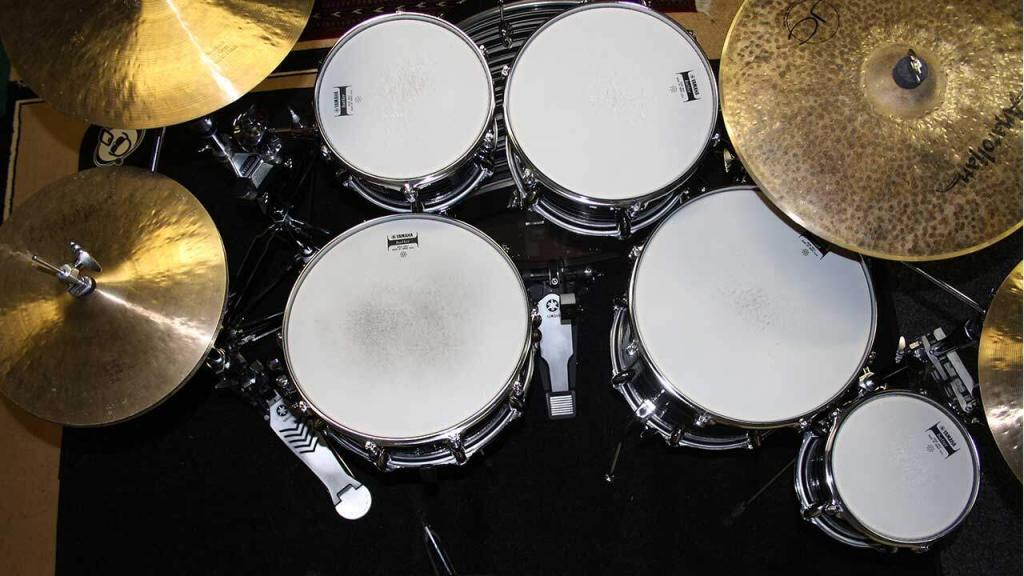 how to replace drum heads a change of skin new percussionist. Black Bedroom Furniture Sets. Home Design Ideas